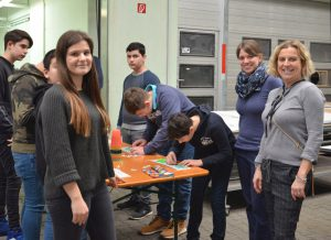 Projekt Schule und Unternehmen bei wezet Beschriftungstechnik in Markgröningen-Unterriexingen